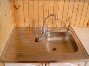 Как провести воду в дом из скважины?
